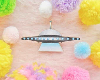 Spooky Creepy Alien UFO Flying Saucer Sci Fi Space Collar Pin Badge Brooch