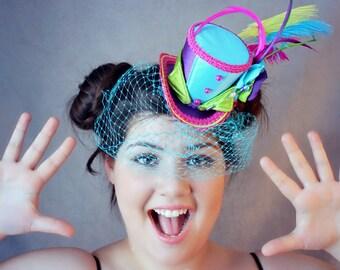 Circus Mini Top Hat, Turquoise Veil, Mad Hatter Hat, Fascinator, Mini Hat, Top Hat, Mini Hats, Tea Party Hat, Wedding Hat, Women Top Hat