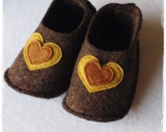 baby booties, rustic baby booties, rustic shoes, organic wool shoes, Nordic shoes, baby shoes, felt shoes, handmade shoes