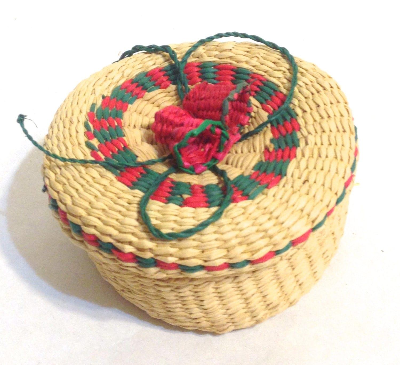 basket sale25 off small woven christmas basket with lid. Black Bedroom Furniture Sets. Home Design Ideas