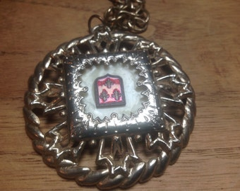 Oversized Medalion Necklace -Retro Cool