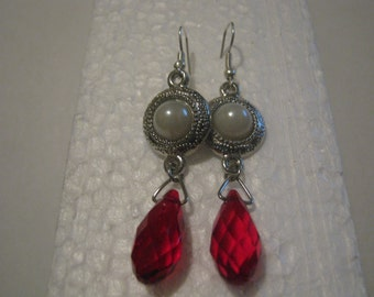 Chirstmas Earrings, Red Silver and White Chisrtmas jewelry, Dangle Earrings, FREE SHIPPING Domestic Shipping