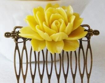 Mustard Yellow Flower Wedding Bridal Hair Comb / Butter Yellow Vintage Inspired Brass Art Nouveau Filigree Hair Comb / Bridesmaids Comb