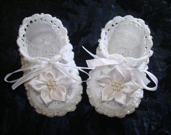 Crochet Baby shoes. Pearl shoes-baptism shoes.Handmade Christening baby sandal,white crocheted summer shoes.