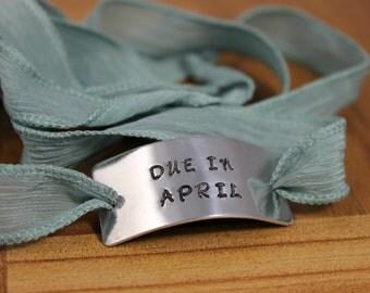 Due Date Bracelet / Baby Shower Gift / Pregnancy Gift / Due in Gift / Due in Bracelet / New Mom Gift / Due Date Custom Braclet