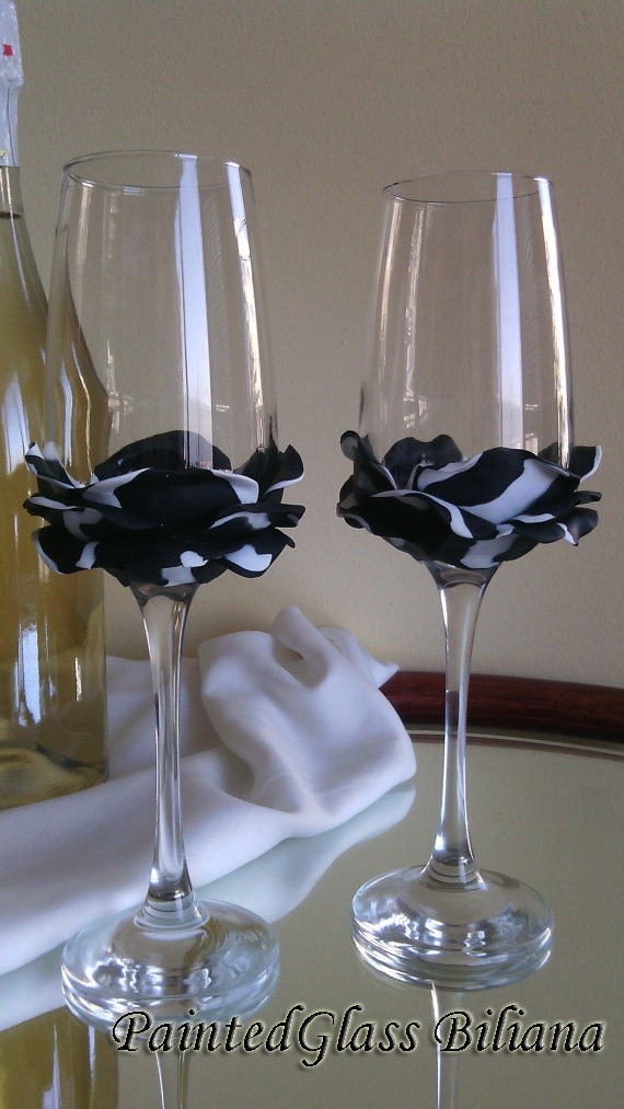 set of 2 hand decorated wedding glasses champagne flutes black and white rose. Black Bedroom Furniture Sets. Home Design Ideas