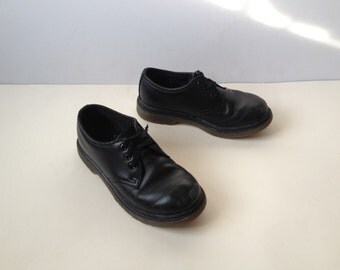 Dr. Martens Shoes. Kids Dr. Martens Shoes. Dr. Martens Junior Shoes. Junior Black Dm's UK 10 US 11 EUR 28 Free uk shipping