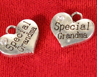 """5pc """"Special grandma"""" charms in antique silver style (BC270)"""