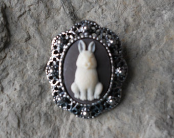 Stunning Cameo Brooch (Ivory Bunny Rabbit on Brown)!!!! Beautiful Detail and Great Quality!!!!