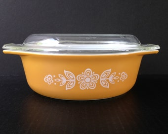 Butterfly Gold Pyrex 043 with Lid, Casserole, 1.5 Quart