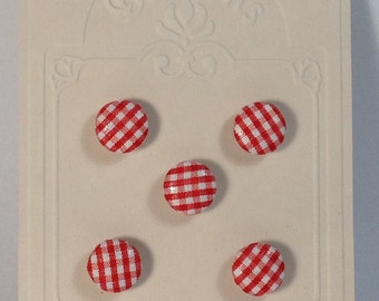 5 Buttons in cloth 15mm to squares red and white. Hook.