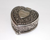 Personalized jewelry box - heart shaped Engraved trinket box - bridesmaid flower girl gift - Antique design