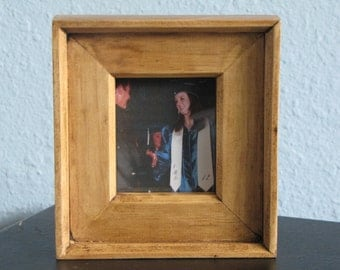 handmade mini pine picture frames hold wallet sized pics perfect for grad wedding baby school pics or commemorate a holiday season