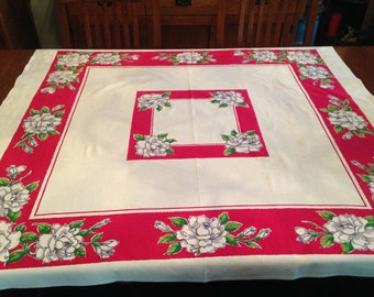 Beautiful Vintage 1950s Startex Nubby Cotton Tablecloth – White Roses With Pinky Red Border and Center
