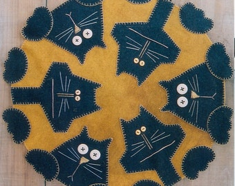 Primitive Wool Penny Rug e-Pattern Penny Paws Black Cats Skinny and Fat in a Circle
