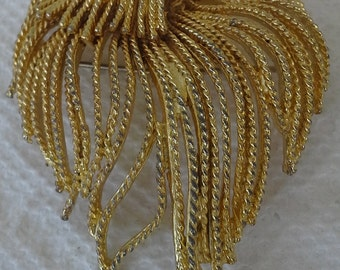 1960.s vintage B.S.K  brooch gold tone flowing rope design