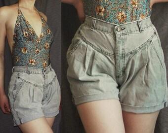 Vintage 80s short high waist cut off denim shorts Light blue/gray pleats Size XS/S