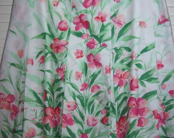 Vintage Jones New York  skirt ,floral bouquet for spring, resort, cruise, size 4 - 6