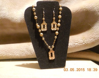 Gold tone vintage necklace and earrings set