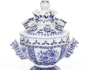 Tulip blue and white vase