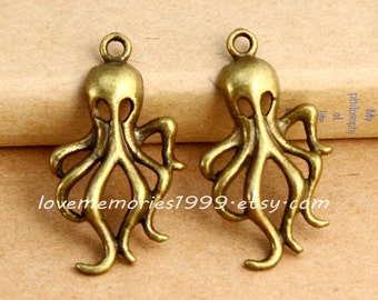 10pcs 31x17mm Antique Bronze Brass Vintage style octopus  Charm Pendant ABA010a