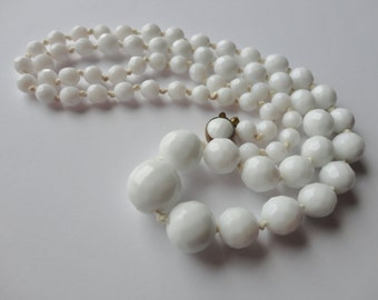 Vintage Milk Glass Graduated Necklace