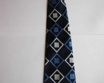 Attractive Early 1970s Geometric Tie