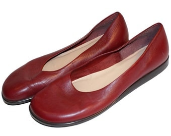 Gorgeous Cherry Red Leather Flats... size 8