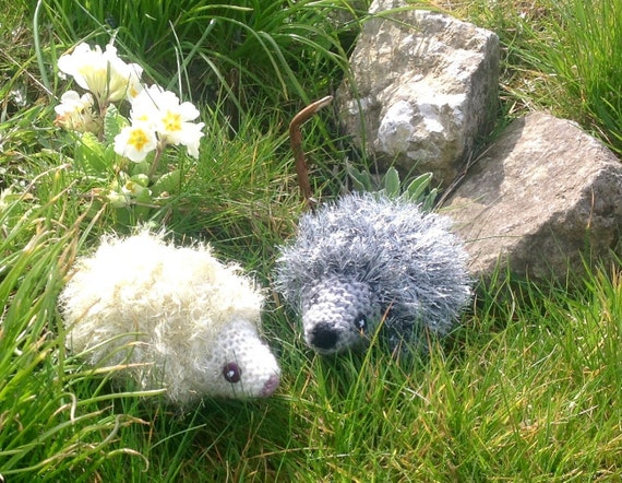 Sparkly Hedgehog Knitting Pattern : Knitted Hedgehog Ornaments. Sparkly Baby Hedgehogs.