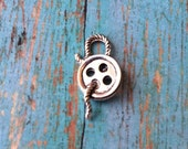 Button and thread charm 3D pewter (1 piece) - silver button charm, sewing charm, thread charm, gift for seamstress, sewing pendant, ZZ5