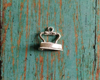 Iron charm 3D silver plated pewter (1 piece) - silver iron charm, clothes iron charm, laundry charm, household charms, KK7
