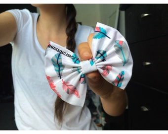 Mias Feathers Bow