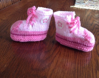 Knitted baby Converse trainer bootees