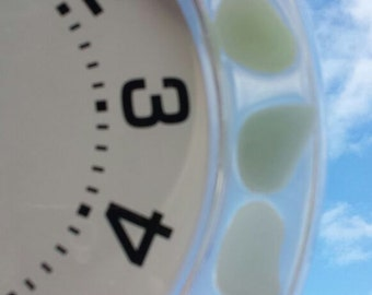 TIME FLIES BY! Glow in the dark wall clock...