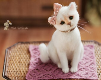Very nice and sweet cat ,name is Marusya) made to order (4-weeks) needle felted white cat.23 cm tall,naturalistic style.