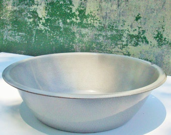 Vintage Enamelware /  Round /  Lightweight / Charming useful antique / Textured Grey Surface