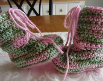 Handmade crochet pink camo combat boots, crochet army boots, crochet boots, military boots, soldier boots, photo prop, baby announcement