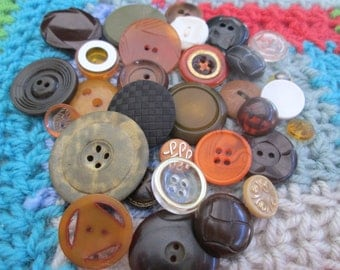 Cottage Chic Vintage Buttons. Shades of green, orange, brown, tan, and white. Lot 31 (4000)