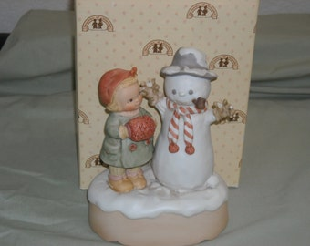 """Enesco Memories of Yesterday 1988 porcelain figurine""""Good Morning Mr. Snowman""""/Musical/ Plays Frosty The Snowman/New in Box!"""