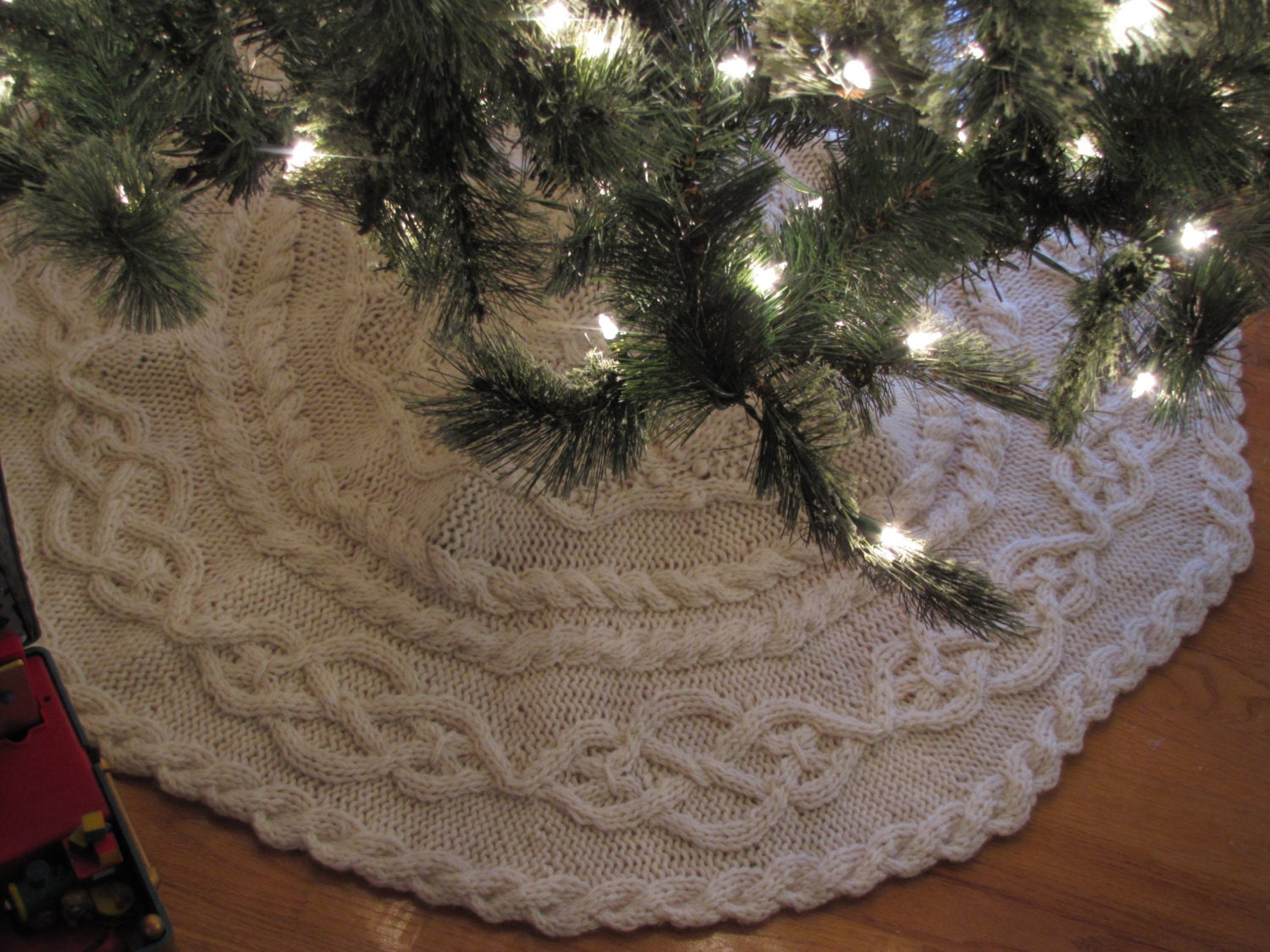 Knit Tree Skirt Pattern : Hand Knit Cable Tree Skirt