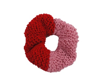 small chunky red and pink knitted hair scrunchie