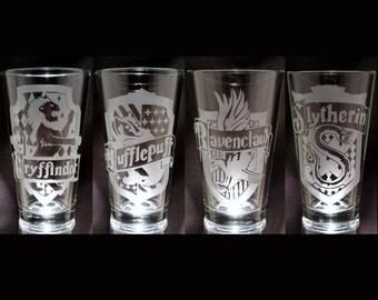 Harry Potter 4 Hogwarts House Banner Set Slytherin Ravenclaw Hufflepuff Gryffindor 4 Set Etched Pint glasses Geek Glassware Set