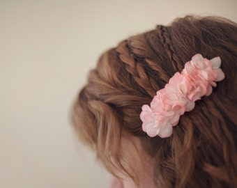 pink hairclip with flowers, hair accessory, bridal hairpiece, chic fabric flower hairclip, gift for a girl, pale pink hairclip
