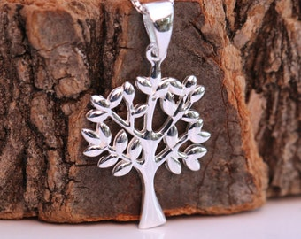Sterling Silver Tree of Life Pendant Necklace, Present for Wife Mothers Grandmothers Comes with Gift Box
