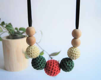 Teether and lactation of wood and crochet necklace