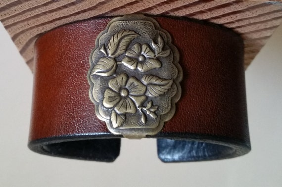 Women's BROWN LEATHER BRACELET with Antique Brass Wild Rose Concho. Lined. Medium-Width Cuff Wristband. Floral Western. Hook & Eye Clasp.