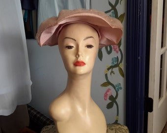 Vintage beautiful post war 1940 structure hat in pink!! Freeshipping!!!