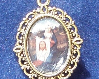 Saint Veronica Religious Medal, patron Saint of laundry workers and photographers