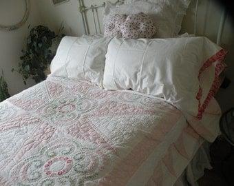 1940s Cottage Chic Quilt ***