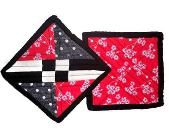 Quilted Pot Holder in red, black, and white printed cotton fabrics